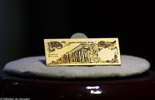 نمونه بسیار کوچک اسکناس ده هزار ریالی سری دوازدهم در ورقی از طلا در سال ۱۳۵۴ به امضای ه. انصاری و م. یگانه - وزن چهار گرم - ساخت ایتالیا - طلای ۱۸عیار