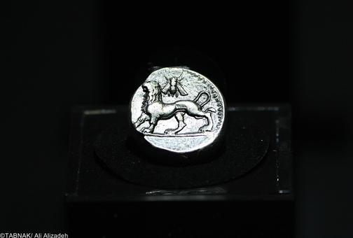 سکه چهار درهمی - ۳۲۱-۳۲۳ پ م - نقره - نزدیک ۱۷ گرم - بابل