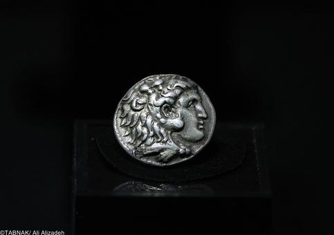 اسکندر - ۳۲۳-۳۳۲ پ م - نقره -نزدیک به ۱۷ گرم - یونان