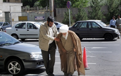 حضور آیت الله محمد علی تسخیری دبیرکل مجمع جهانی تقریب مذاهب اسلامی در بیمارستان بهمن