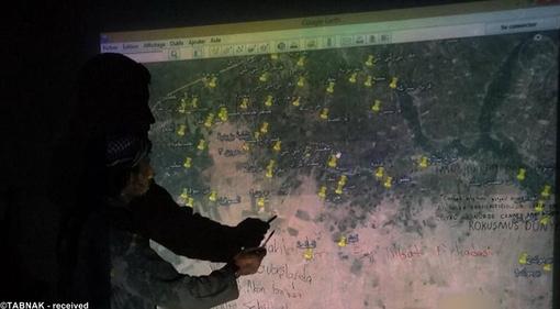 نقشه کشور عراق زیر دست یکی از مزدوران داعش، در حال توضیح منطقه فتوحات