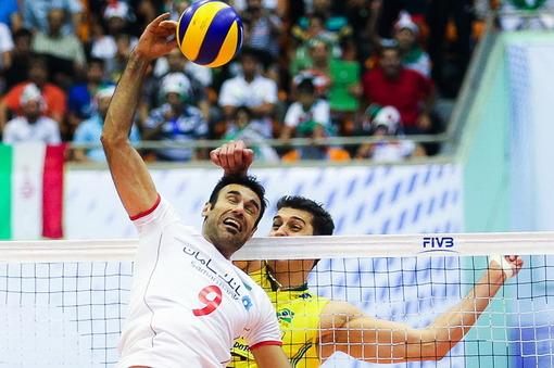 تیم ملی ایران در هفته چهارم لیگ جهانی با نتیجه ۳ بر ۲ ، برزیل را در سالن دوازده هزار نفری آزادی تهران شکست داد. /ISNA
