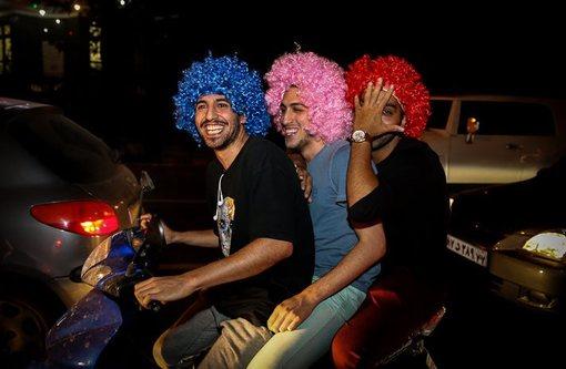 شادی شهروندان تهرانی پس از دیدار فوتبال ایران و نیجریه از نتیجه مساوی و کسب اولین امتیاز در نخستین بازی بدون دریافت گل!/ISNA
