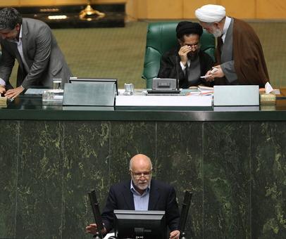نشست علنی مجلس روز سه شنبه به ریاست علی لاریجانی و با حضور بیژن نامدار زنگنه وزیر نفت برگزار شد./IR