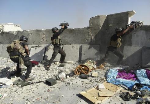 درگیری شدید نیروهای ویژه عراق با تروریستهای تکفیری در رمادی/Reuters