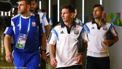 ورود تیم ملی فوتبال آرژانتین به ورزشگاه و به سمت رختکن