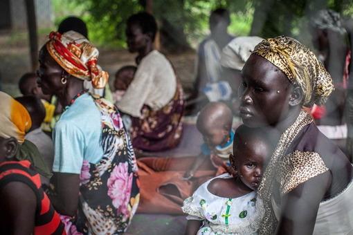 مردم وسیعترین کشور افریقا با ۳۳ میلیون جمعیت در رنج و عذابند؛ رنج و عذابی ناشی از پانزده سال جنگ داخلی، موقعیت بد آب و هوایی و فقر سیاه حاکم بر مردم. بخش جنوبی کشور سهم بیشتری از این بدبختی بردهاند./AFP