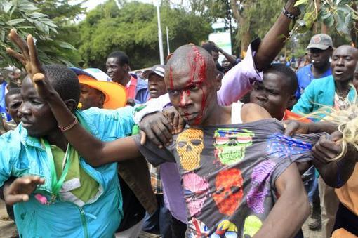 درگیری شدید طرفداران ائتلاف مخالف دولت کنیا برای اصلاحات و دموکراسی با پلیس ضد شورش و لباس شخصیهای حکومتی در پیرامون زمینهای پارک اوهورو در نایروبی./Reuters