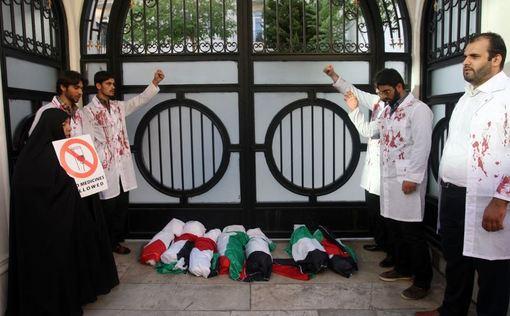 عصر سهشنبه، تجمعی در حمایت از مردم غزه به منظور گشوده شدن گذرگاه رفح و اجازه ورود تیمهای پزشکی به این شهر در مقابل دفتر حافظ منافع مصر در تهران برگزار شد./IRNA