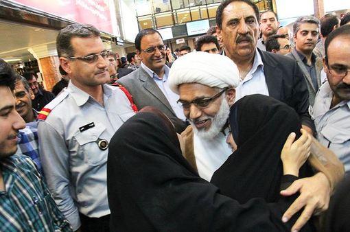 حجت الاسلام والمسلمین علی عارفی، مسئول دفتر نهاد نمایندگی مقام معظم رهبری در دانشگاه علوم پزشکی کرمان و امام جمعه موقت جیرفت که در عربستان دستگیر و زندانی شده بود، پس از ۴۵ روز به کشور بازگشت. /ISNA