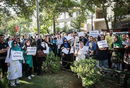 عصر روز یکم مرداد، جمعی از فعالان حقوق بشر، در حمایت از مردم مظلوم غزه در جلو دفتر سازمان ملل در تهران تجمع کردند و خواستار پایان جنایات رژیم صهیونیستی شدند./TASNIM