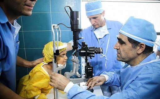 شوخان دختر ۶ سالهای که بینایی خود را به دلیل حساسیت دارویی از دست داده بود، توسط دکتر حسن قاضیزاده هاشمی وزیر بهداشت مورد عمل پیوند قرار گرفت و بینایی خود را بدست آورد./TASNIM