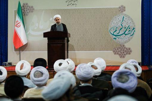 دیدار جمعی از علما و روحانیون با رییس جمهور /ISNA
