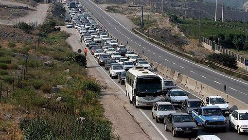 محورهای هراز، کندوان و چالوس در آخرین روز از تعطیلات عید سعید فطر، شاهد ترافیک سنگین بود./FARS