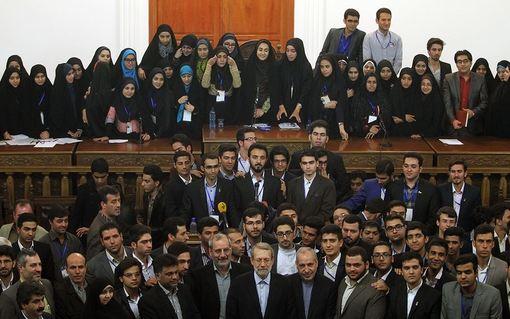 روز چهارشنبه، مراسم اختتامیه ششمین دوره مجلس دانش آموزی با حضور علی لاریجانی، رئیس مجلس شورای اسلامی و علی اصغر فانی، وزیر آموزش و پرورش برگزار شد./IRNA