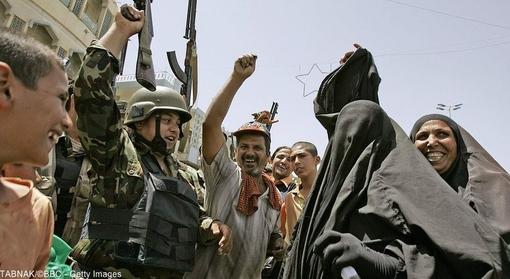 در سال ۲۰۰۶ ابو مصعب الزرقاوی، رهبر القاعده عراق به هلاکت رسید و شیعیان این کشور از این خبر استقبال کردند. القاعده عراق مرتب جوامع شیعی عراق را هدف قرار میداد.