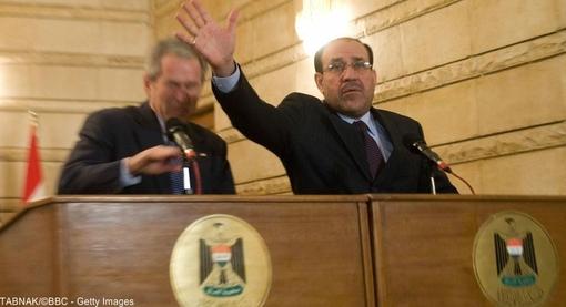 در سال ۲۰۰۸ آمریکا اعلام کرد که به تدریج کنترل امور امنیتی را به عراق واگذار خواهد کرد. در کنفرانس مطبوعاتی، نوری مالکی تلاش کرد تا مانع از اصابت کفش پرتاب شده توسط یک خبرنگار عراقی به سوی جورج بوش شود.