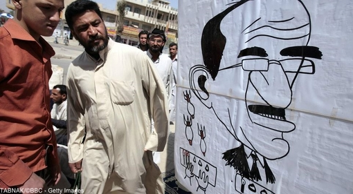 آقای مالکی پس از انتخابات سال ۲۰۱۰ از سوی مخالفانش در دولت تحت فشار قرار گرفت. پس از پیشرویهای تروریستهای تکفیری در شمال عراق، فشارها بر او برای کنارهگیری شدت گرفت.