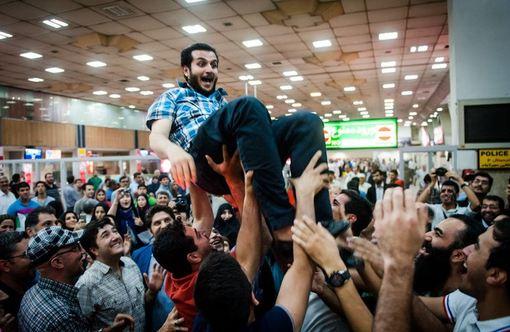 حامد صداقتی (ملیپوش شمشیربازی ایران) که به همراه دو تن از دوستانش گروگان گرفته شده بود پس از آزادی به تهران بازگشت.حامد صداقتی و دوستانش برای سفر تفریحی به سیستان و بلوچستان رفته بودند در جاده مورد حمله اشرار قرار گرفتند که همین حمله باعث کشته شدن یکی از آنها و به گروگان گرفته شدن او و همراه دیگرش شد./ISNA
