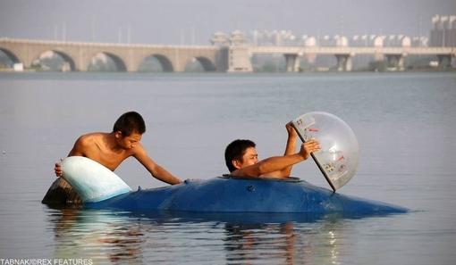 طراحی این شناور چیزی حدود۵سال وقت گرفته و میتواند ۲۰ کیلومتر و حدود ۱۰ ساعت بر رو و زیر آب شناور بماند و حرکت کند.
