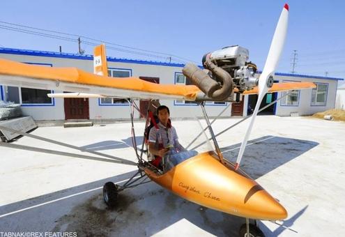 یک جت دست ساز تک ملخ با وزنی حدود ۱۱۰ کیلوگرم، وی در حال رایزنی با مقامات محلّی است تا مجوز پرواز آزمایشی آنرا بگیرد.