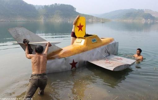 کمک به حرکت یک زیر دریایی به شکل هواپیما که توسط یک کشاورز چینی ابداع شده!