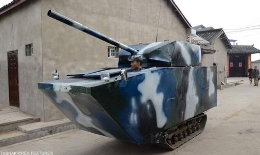 یک تانک تک نفره که توسط یک بازنشسته صنایع هوایی اختراع شده و به فرزند سربازش هدیه شده است.