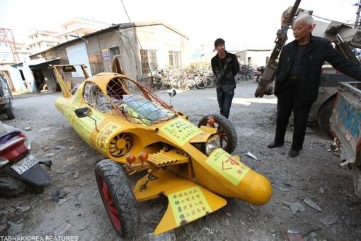 اینهم یک خودرو مسابقه به شکل فرومول۱ اما وقتی در خیابان به حرکت افتاد پلیس آنرا توقیف کرد.