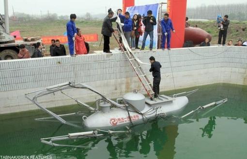 یک زیر دریایی خانگی، وی برای بهبود عملکرد این وسیله زیرآبی از سال ۲۰۰۸ تا کنون مداماً در عملکرد آن بهبود بوجود آورده و خسته نشده است.