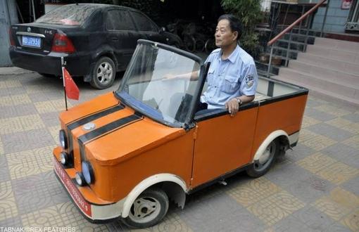 خودروی برقی که میتواند دنده عقب هم حرکت کند و با یک شارژ تا ۶۰کیلومتر حرکت نماید. این وسیله برای معلولین و کم توانان حرکتی طراحی شده است.