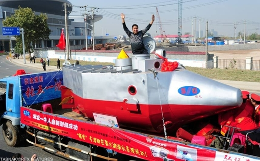 اختراع منحصر بفرد زیر دریایی. مخترع این وسیله مدعی است، زیردریایی وی دارای قابلیت نفوذ به عمق ۱۰۰ متری و ماندگاری به مدت ده ساعت در اعماق آبها میباشد. این زیردریایی مجهز به سیستمهای ایمنی، مخابراتی و ماهیگیری است.
