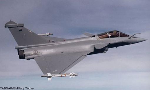 Nr.4 Dassault Rafale (France).داسو رافال (به فرانسوی: Dassault Rafale) هواپیمای جنگنده دوموتورهٔ چندمنظورهٔ فرانسوی است که توسط شرکت هوانوردی داسو طراحی شده و ساخته میشود. داسو این هواپیما را جنگندهای همهمنظوره با قابلیت پنهانکاری نسبی توصیف کرده که قادر است همزمان وظایفی همچون برتری هوایی، بمباران اهداف زمینی، شناسایی و مأموریتهای بازدارندگی اتمی را ایفا کند.بهای هر فروند بیش از ۷۰ میلیون دلار