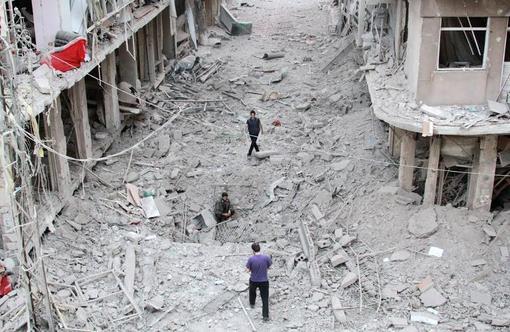 ائتلاف بین المللی ضد تروریستی به رهبری آمریکا مواضع تکفیریهای  داعش و النصره را در شهر داریا  در ریف دمشق بمباران کردند./afp