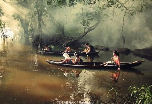 دانش آموزان منطقه « ریائو» اندونزی برای مدرسه رفتن باید کلی قایقرانی کنند.