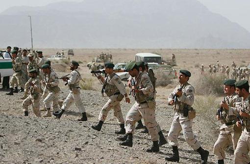چهارشنبه شب، چند تن به پاسگاه سراوان زنگ زدند و گفتند، در چند کیلومتری سراوان درگیری شده است. سه تن از مأموران نیروی انتظامی، خود را به این مکان رساندند، ولی متأسفانه این تله بوده است.گفتنی است، سردار حسین رحیمی، رئیس پلیس سیستان و بلوچستان نیز از حمله خمپارهای اشرار و گروهکهای تروریستی معاند نظام در یک پاسگاه مرزی در سراوان خبر داد و افزود: در پی این حادثه، یک درجهدار ما به شهادت رسید و یک سرباز نیز مجروح شد./TABNAK