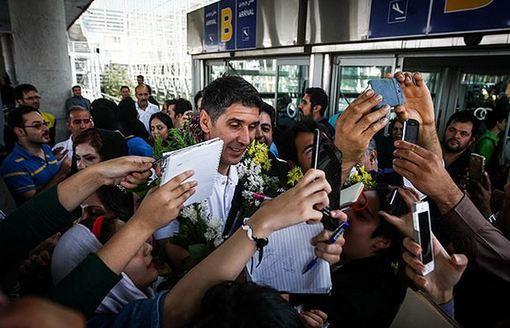 صبح روز سه شنبه، تیم ملی والیبال ایران پس از کسب مقام قهرمانی بازیهای آسیایی اینچئون ۲۰۱۴ در میان استقبال مردم وارد فرودگاه امام خمینی (ره) شدند./mna