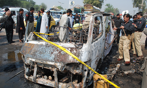 پلیس پاکستان میگوید دستکم پنج مسافر اتوبوس در انفجار بمب در شمال غربی این کشور کشته و شماری دیگر زخمی شدند.بمب در ترمینال اتوبوس در منطقه کوهات ایالت خیبر پختونخوا منفجر شده است. مشخص نیست که بمب در اتوبوس کار گذاشته شده بوده یا در ایستگاه.اتوبوس در حال حرکت زمانی منفجر شد که صدها مسافر به ایستگاه آمده بودند تا برای جشن عید قربان به شهرهای خود بازگردند./dawn