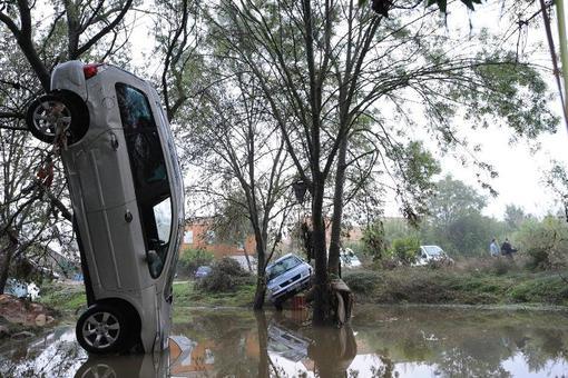 جاری شدن سیل و طغیان رودخانه در جنوب غربی فرانسه و در نزدیکی شهر مون پلیه جان دست کم پنج تن را گرفت. دو تن نیز ناپدید شدهاند که از سرنوشت آنها خبری در دست نیست. /afp