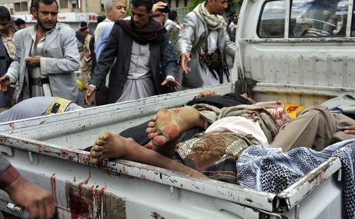 براثر انفجار انتحاری در میدان التحریر صنعا چهل و سه نفر کشته و صد و پنجاه نفر زخمی شدند.در این انفجار شرکت کنندگان در تظاهرات طرفداران جنبش انصارالله هدف قرار گرفت. این انفجار بعد از تهدید اخیر القاعده صورت گرفته است به ویژه اینکه القاعده پیش از این مسئولیت بسیاری از انفجارها علیه تظاهرکنندگان طرفدار انصارالله را در تعدادی از مناطق یمن به خصوص منطقه عمران و صنعا به عهده گرفته است./xinhua