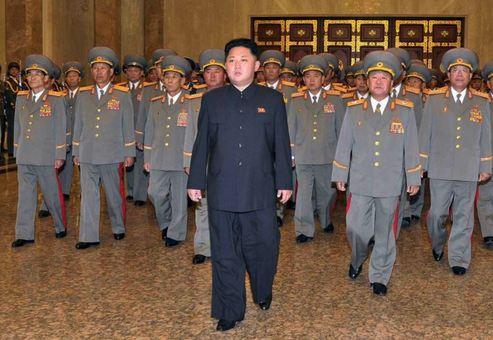گزارشهای منتشره حاکی است که کیم جونگ اون رهبر کره شمالی روز جمعه ۱۸ مهرماه نیز در یک مراسم بزرگ این کشور غایب بود و این اتفاق، گمانهزنی درباره وضعیت سلامتی او را تشدید کرده است.انتظار میرفت که رهبر کره شمالی پس از چند هفته غیبت از انظار عمومی، روز جمعه در جشن سالگرد تشکیل حزب حاکم کارگران شرکت کند که این اتفاق رخ نداد./afp-rfe/rl