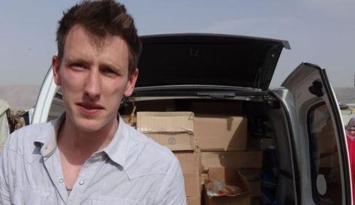 روز یکشنبه ۲۵ آبان خبر رسید که گروه تروریستی داعش فیلمی را منتشر کردهاست که در آن بریده شدن سر یک امدادگر آمریکایی و ۱۸ سرباز سوری دیده میشود.به گزارش خبرگزاری فرانسه، پیتر کاسیگ، امدادگر آمریکایی که تکفیریهای داعش از ماه گذشته تهدید به بریدن سر او کرده بود، در این فیلم بدست یکی از اعضای داعش سر بریده میشود.پیتر کاسیگ یک سال قبل از آنکه اسیر شود، مسلمان شده و نام عبدالرحمان را برای خود انتخاب کرده بود./afp-rfe/rl