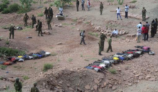 ۳۶کارگر یک معدن در شمال کنیا به طرز وحشیانهای هدف حملات تروریستی گروهک تروریستی تکفیری الشباب سومالی قرار گرفتند. ۳۲ نفر از این کارگران از ناحیه سر هدف قرار گرفته و ۴ تن از قربانیان هم گردن زده شدهاند. مقامات پلیس و نیروهای امنیتی کنیا اعلام کردند: این کارگران در حال استراحت بودند که هدف گلوله گروهک تروریستی الشباب قرار گرفتند. فرماندار منطقه ماندرای کنیا هم گفت این حمله، مشابه کشتار بیرحمانه هفته پیش ۲۸ مسافر اتوبوسی است که به سمت نایروبی پایتخت حرکت میکرد و شبه نظامیان تکفیری الشباب شاخه افریقایی القاعده مسئولیت آن را بر عهده گرفت./REUTERS