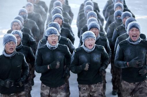 تصاویر سربازان چینی در دمای زیر انجماد