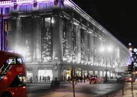 تطبیق بسیار جالب دو عکس از فاصله زمانی حدود هشتاد سال از محوطه فروشگاه معروفی در لندن توسط یک هنرمند./Peter Macdiarmid/Getty Images / David Savill/Topical Press Agency<br /><br />