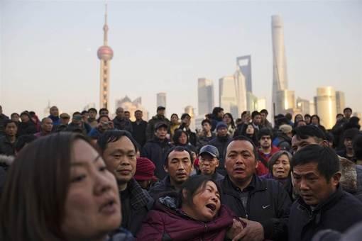 مادر یکی از قربانیان ازدحام در جشن شب سال نو در شانگهای./NBC<br /><br />