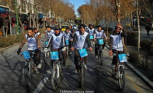 گزارش تصویری / دوچرخه لبخند به آسمان در اصفهان