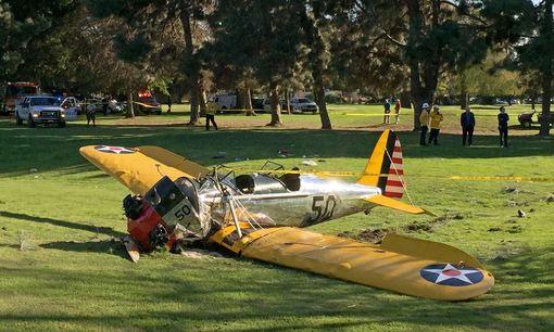 هواپیمای دو سرنشینه هریسون فورد، بازیگر پیشکسوت هالیوودی در زمین گلفی در نزدیکی لسآنجلس سقوط کرد./AP