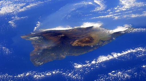 تصویری زیبا از جزیره رویایی هاوائی در آمریکا که توسط فضانورد آژانس فضایی اروپا «سامانتا کریستوفورتی» از ایستگاه فضایی بین المللی تهیه شده و منتشر گردیده است./Samantha Cristoforetti/Reuters/NASA/ESA