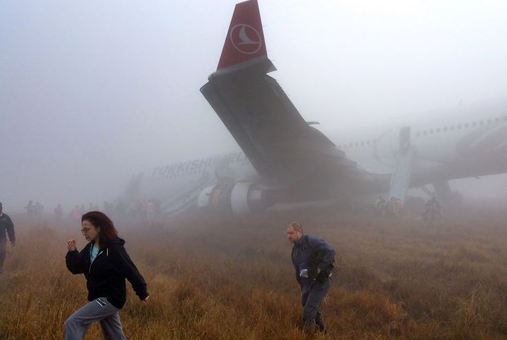 هواپیمای ترکیش ایرلاینز در فردوگاه کاتماندو نپال از پبست خارج شد./AFP/Getty Images
