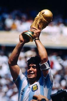 20 تصویر از مارادونا در55سالگی اعجوبه